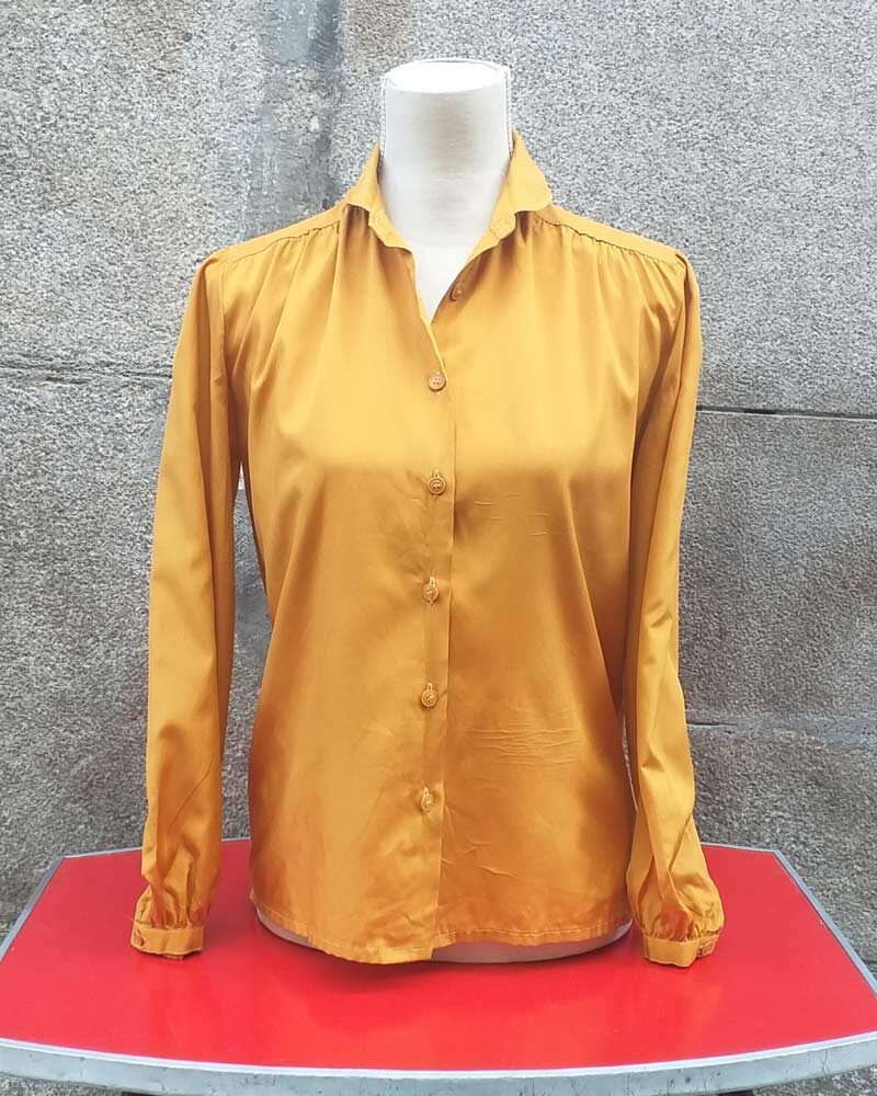 Blusa vintage de color amarillo